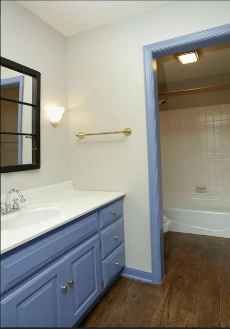 Townhouse bathroom before