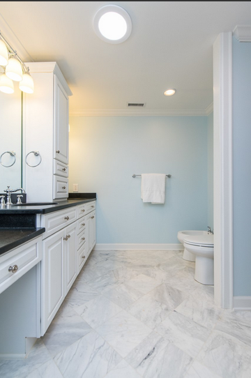 Townhouse master bath - The 2 Seasons