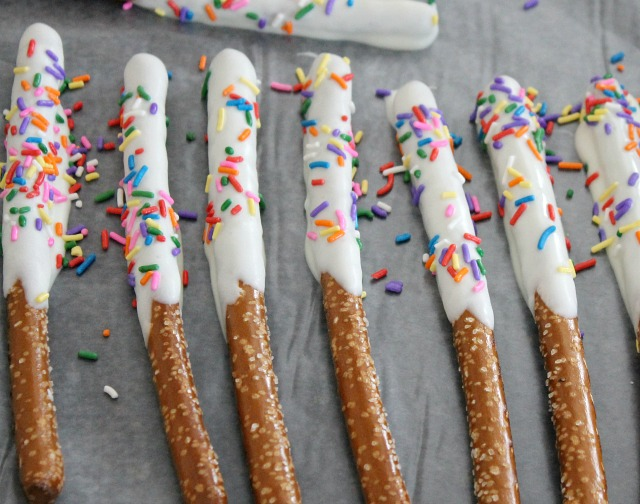 Pretzel white chocolate - Chocolate Covered Pretzels