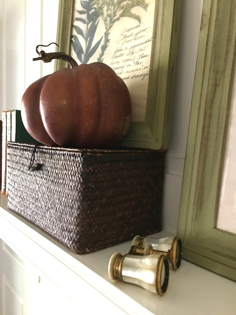 Townhouse fall mantel - The 2 Seasons