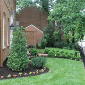 Townhouse landscaping - The 2 Seasons